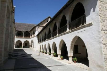 индивидуальные экскурсии в монастырь Святого Креста