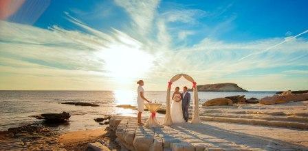 организовать свадебное торжество на Кипре