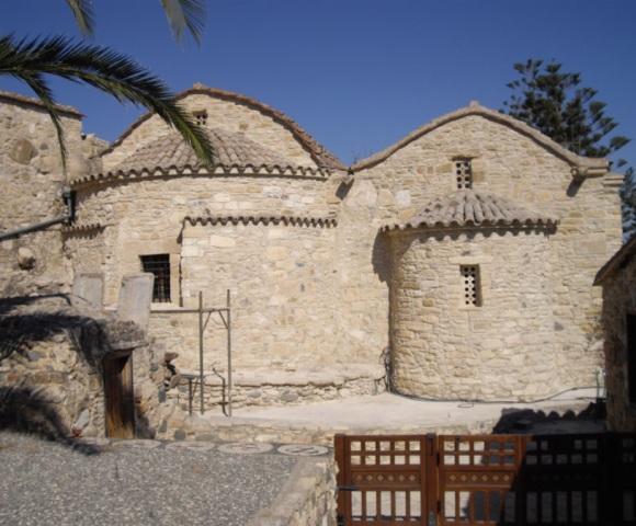 экскурсии в монастырь Святого Ираклидия Томассос