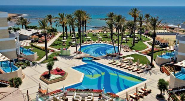 пляж отеля Constantinou Bros Asimina Suites Пафос