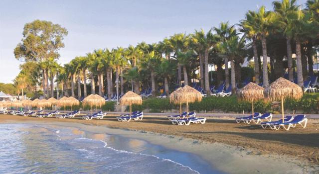 пляж отеля GrandResort Лимассол