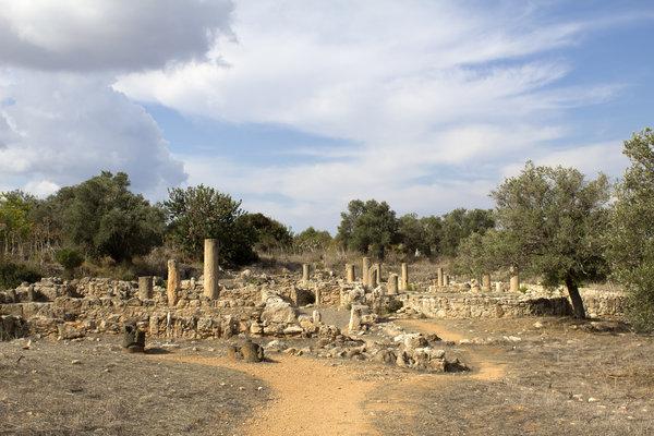 Базилика Святого Триаса Кипр