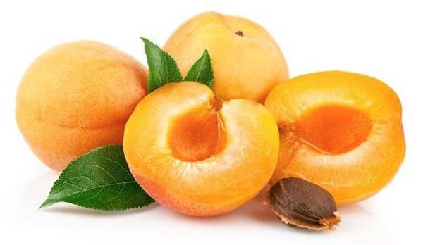 абрикосы на Кипре