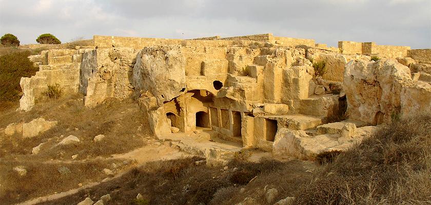 Археологи нашли на Кипре древнюю усыпальницу