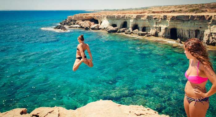 прыжки со скал на мысе Каво Греко Айя-Напа
