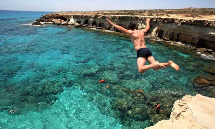 прыжки в воду на мысе Каво Греко