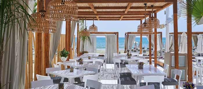 lush beach bar в Ларнаке