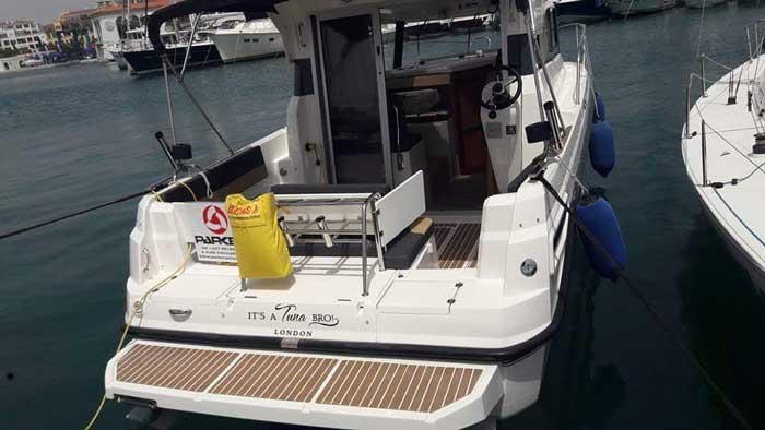 Кипр аренда катера Паркер