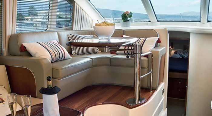 снять яхту в Ларнаке sea ray 455