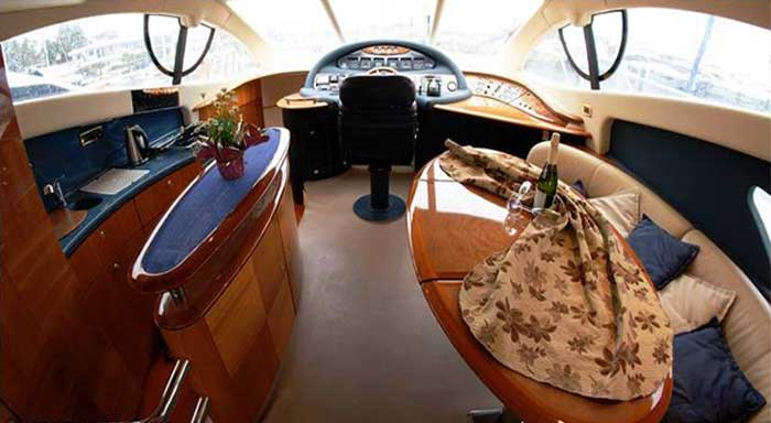 снять яхту в Ларнаке azimut 55