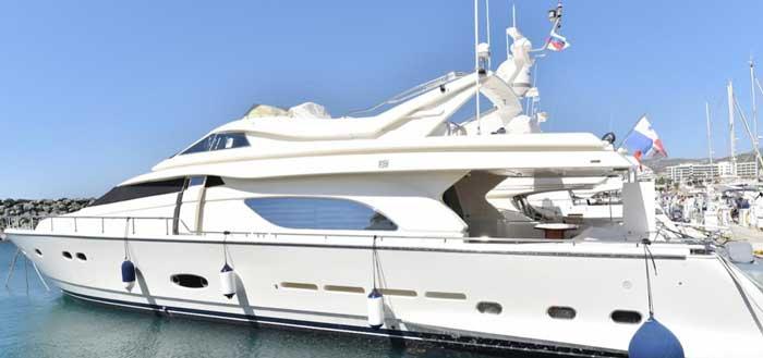 Аренда яхты на Кипре Ferretti 810 в Лимассоле